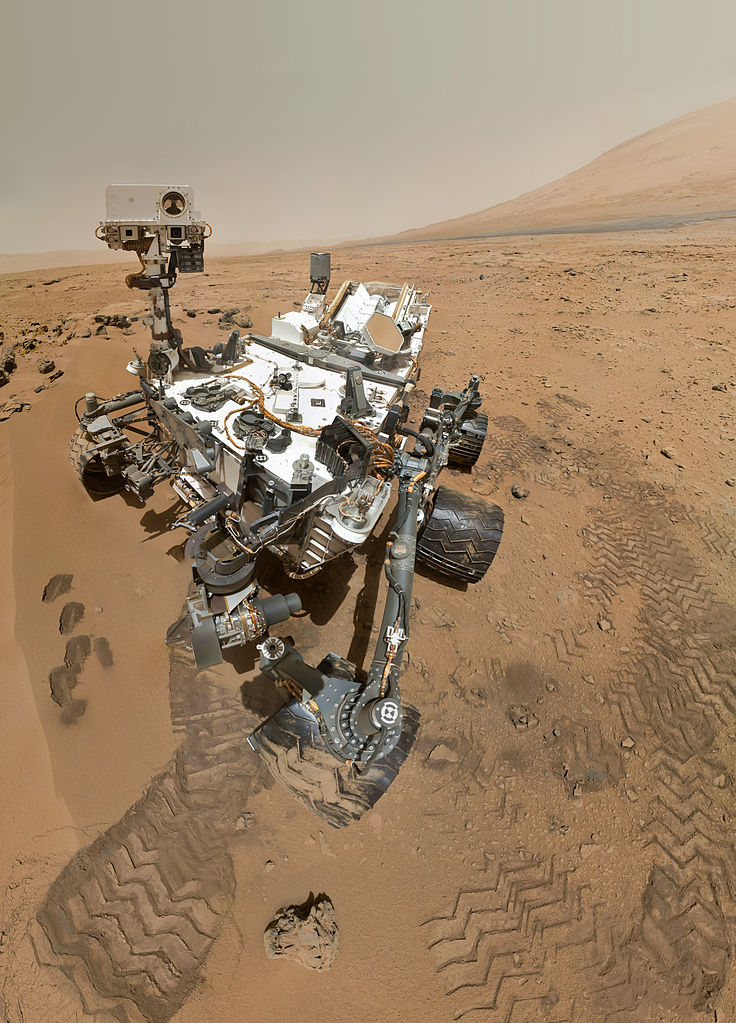 736px-PIA16239 High-Resolution Self-Portrait by Curiosity Rover Arm Camera
